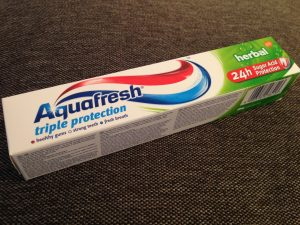Aquafresh zobna pasta z meto